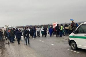 «Тарифні протести»: на Полтавщині перекрили трасу Київ-Харків