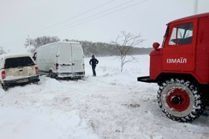 Зі снігового полону на Одещині рятувальники витягли майже тисячу людей