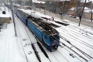 Парнем, пытавшимся прыгнуть под поезд в Ривне, не управляли из соцсетей - полиция