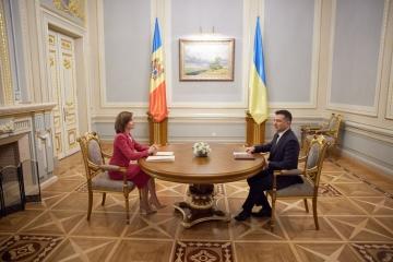 Zełenski przywitał Sandu w Pałacu Maryjskim