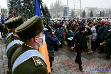 Soldat mit militärischen Ehren in Saporischschja beigesetzt