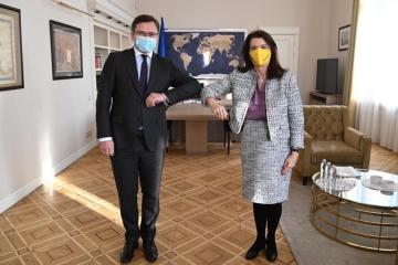 Kuleba: Ucrania cuenta con la ayuda de Suecia en las conversaciones del GCT