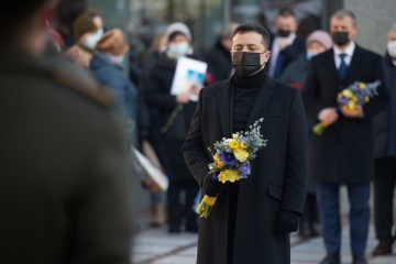 Zelensky honors servicepersons who died for Ukraine's independence