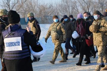 Ann Linde a visité un point de contrôle « Zolote » dans la région de Louhansk