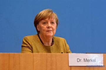 Ukraine invites Merkel to attend Crimean Platform summit