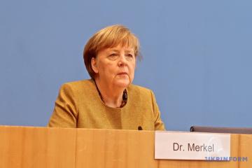 Merkel: Berlín sigue insistiendo en el papel de tránsito de Ucrania