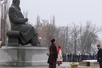 Ukraine leaders lay flowers at monument to Hrushevsky