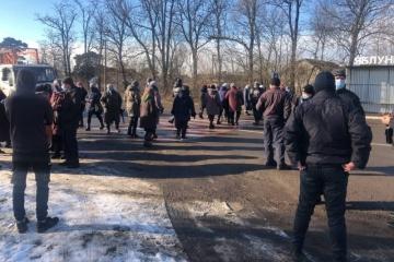 Les manifestants bloquent une autoroute dans la région de Tchernivtsi
