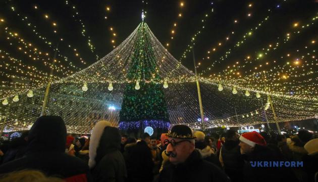 Новий рік у столиці: з Софійської площі вночі вивезли 83 кубометри сміття