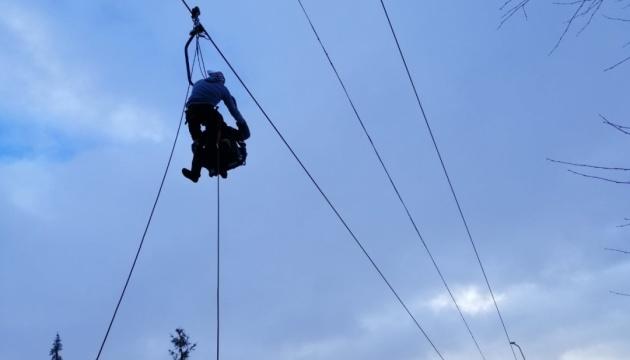 У Славському зупинився підйомник, рятувальники знімають туристів