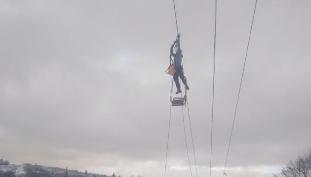Зі зламаного підйомника у Славському врятували всіх туристів