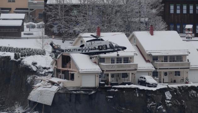 Норвезькі рятувальники втратили надію знайти живих на місці зсуву