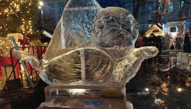 Во Львов слетелись ледяные ангелы