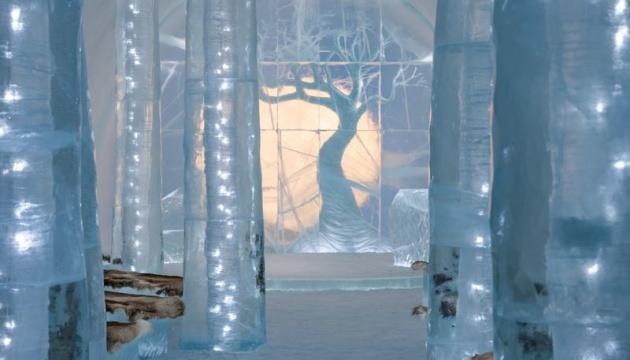 Льодяна сауна й замерзлий ліс: шведський готель знову дивує туристів