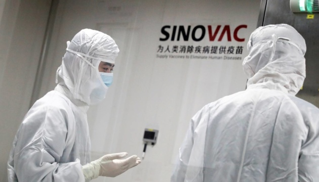 Вакцина Sinovac показала эффективность 78% - Bloomberg