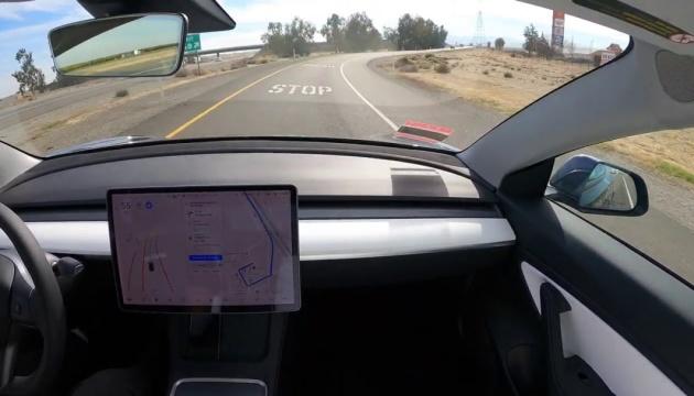 1200 кілометрів на Tesla: водій показав плюси і «косяки» автопілота