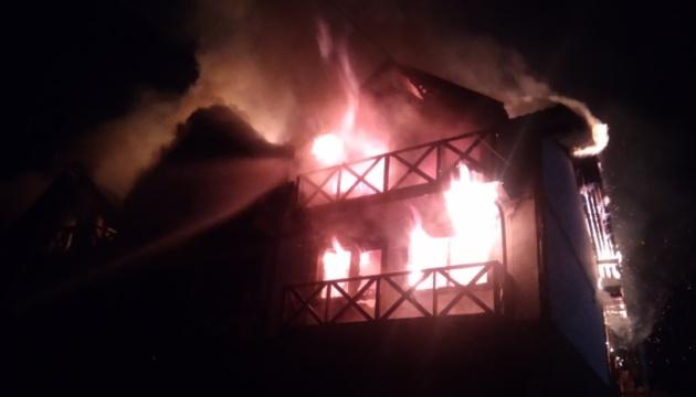 Brand in Ferienhaus nahe Skigebiet Bukovel, 25 Gäste evakuiert