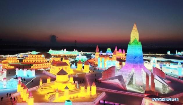 Крижане місто приваблює туристів до Харбіна