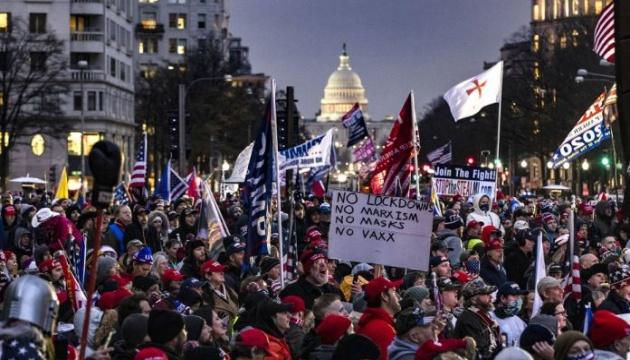 Во время столкновений возле здания Конгресса США погибли четыре человека