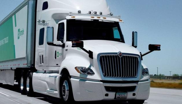 Безпілотні вантажівки цьогоріч з'являться на дорогах США