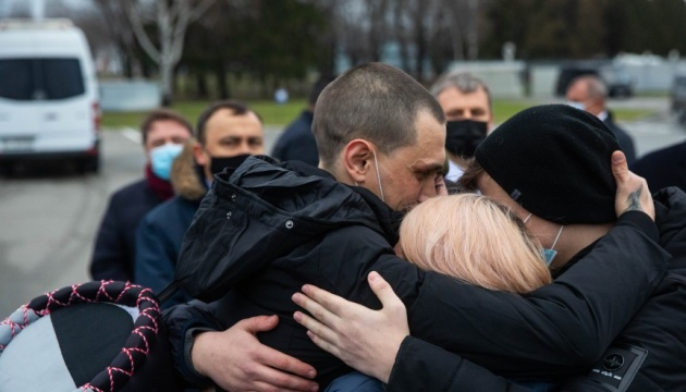 Ukrainian sailors return home after more than four years in Libyan prison