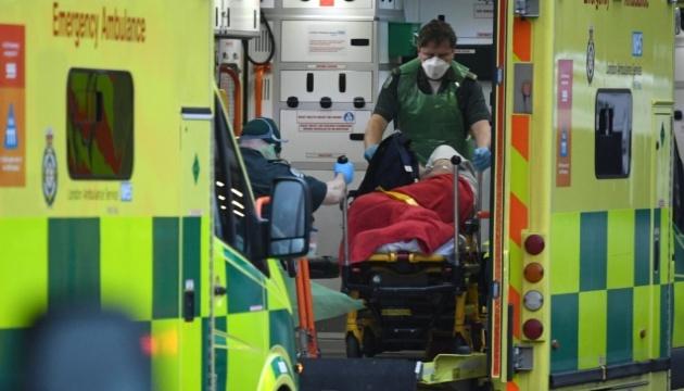 У Лондоні поліцейських і пожежників садять за кермо «швидких» через пандемію