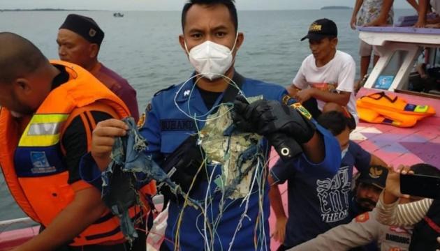 З'явилося відео з місця ймовірної авіакатастрофи в Індонезії