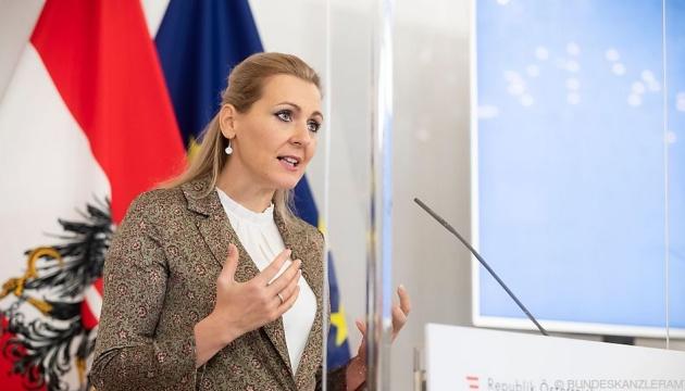 Австрійська міністерка подала у відставку через звинувачення у плагіаті в дисертації