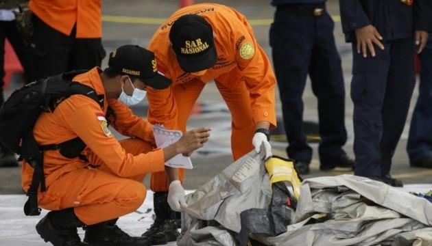 У Індонезії знайшли рештки тіл та уламки літака Sriwajaya Air