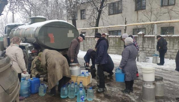 Українські військові підвезли запас питної води у Торецьк