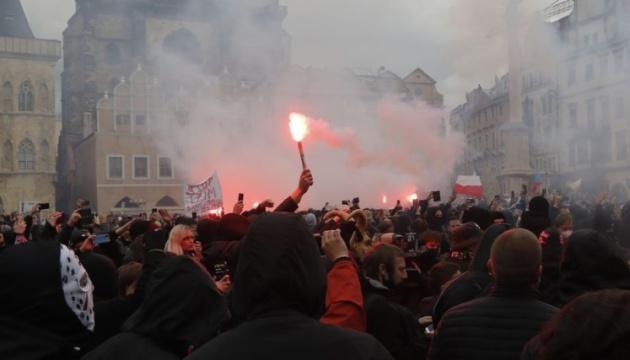 Тисячі чехів у неділю протестували проти локдауну