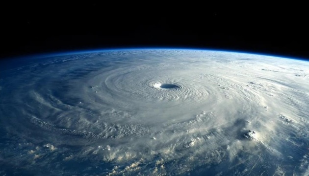 Над Антарктидою затягнулася найбільша озонова діра