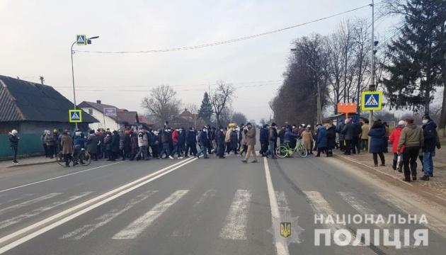 Тарифные протесты: на Буковине и Прикарпатье люди перекрыли дороги