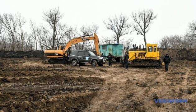 В Запорожье жители нескольких сел блокируют строительство карьера по добыче каолина