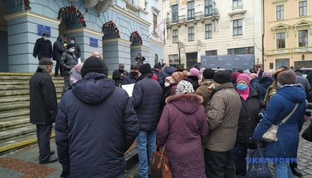 Тарифные протесты на Буковине: люди пикетируют Черновицкую мэрию