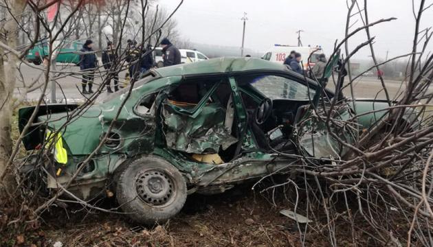 На Хмельниччині у ДТП загинула жінка, серед постраждалих - троє дітей