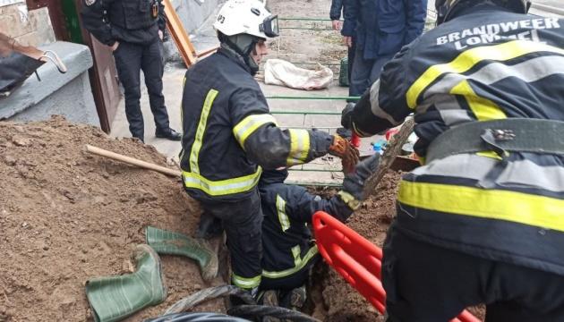 В Киеве обвалилась почва, есть погибший