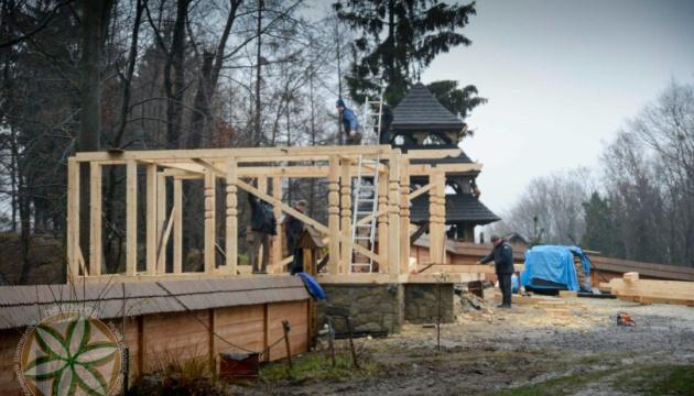 У Львові спалахнув скандал щодо будівництва каплиці в Шевченківському гаю, її демонтують