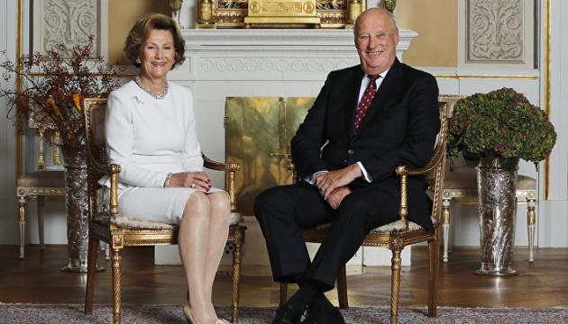 Король и королева Норвегии вакцинировались от COVID-19