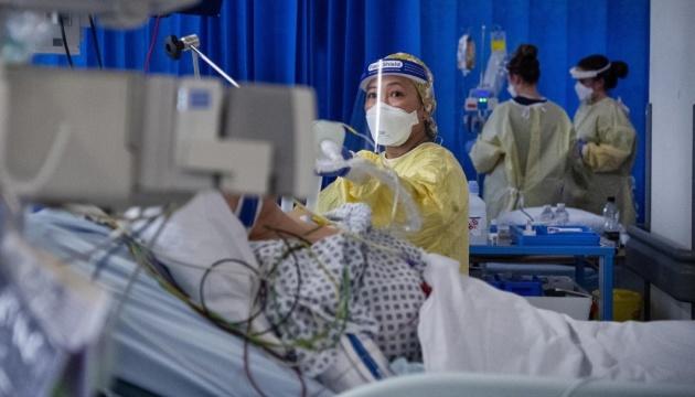 В Британии за сутки - более 1500 смертей от коронавируса