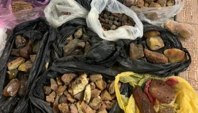 СБУ заблокировала нелегальный сбыт янтаря в Восточную Азию