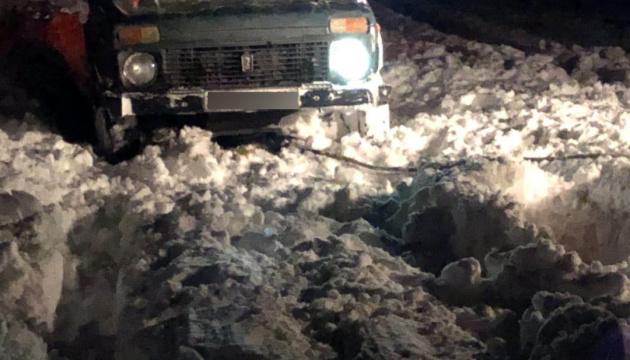 В Николаевской области спасатели вытащили из заносов восемь автомобилей