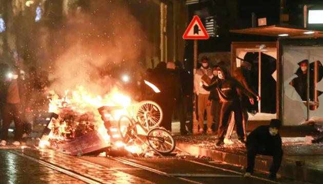 Кортеж короля Бельгії закидали камінням під час протестів у Брюсселі