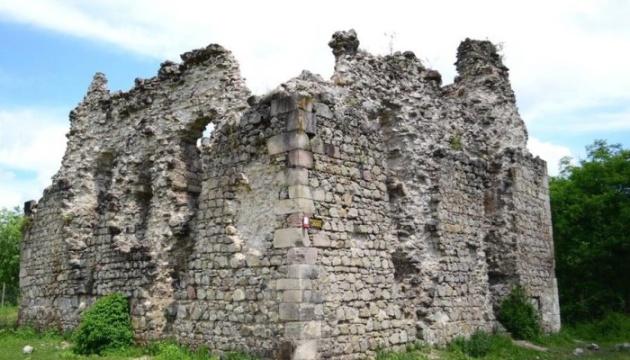 На Закарпатье законсервируют руины четырех замков