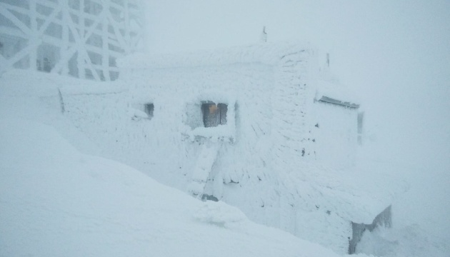 Рятувальники у відеозверненні показали туристам негоду на горі Піп Іван