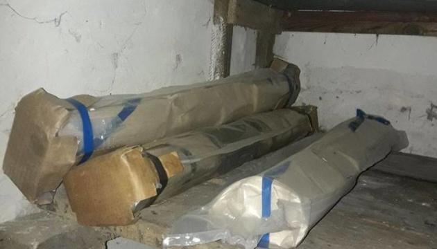 У прифронтовому Торецьку виявили схрон з набоями та гранатометами