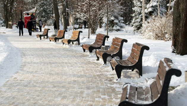 Первые дни февраля принесут в Украину еще больше снега и гололеда