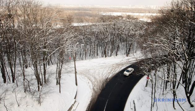 В Україні забезпечили проїзд дорогами загального користування