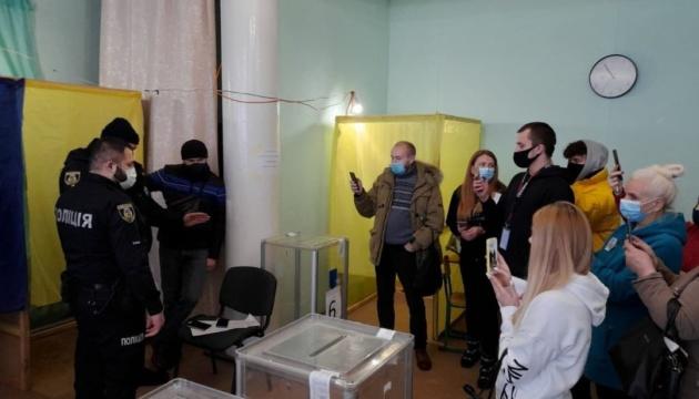 «Сітка», фото та прихована агітація:  ЧЕСНО повідомляє про порушення на виборах у Броварах