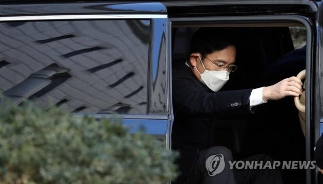 Коррупционный скандал в Корее: наследника Samsung посадили на 2,5 года